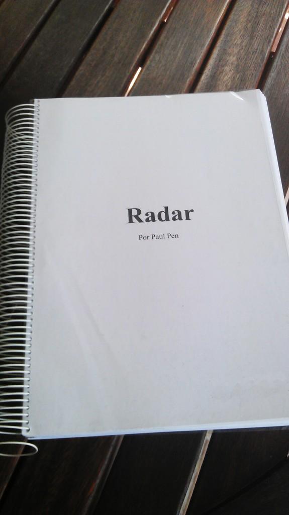 Así de grande e incómodo de leer eran los primeros borradores impresos del manuscrito de 'El aviso', cuando aún se titulaba 'Radar'.