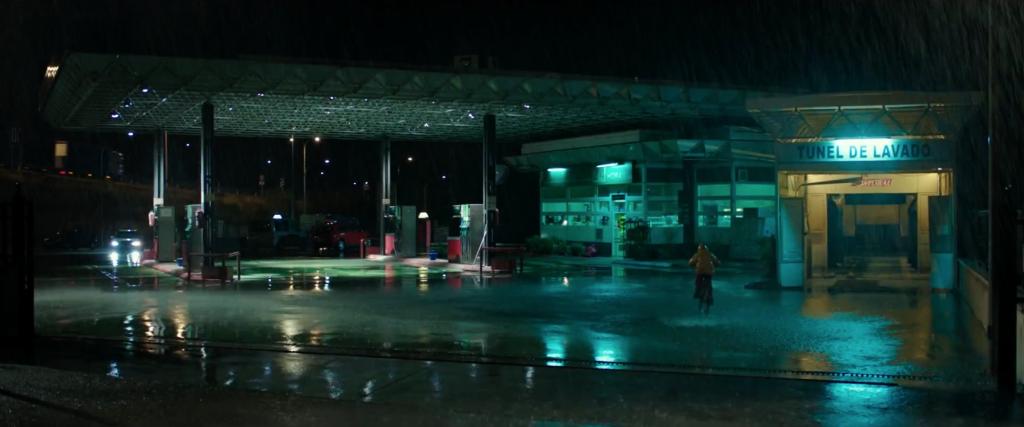 """""""Por aquel entonces el Open no era una tienda, era una pequeña gasolinera con apenas dos surtidores y alguien encargado de cobrar. Te ponía la gasolina y te cobraba en un garaje, lo que ahora es la tienda precisamente""""."""